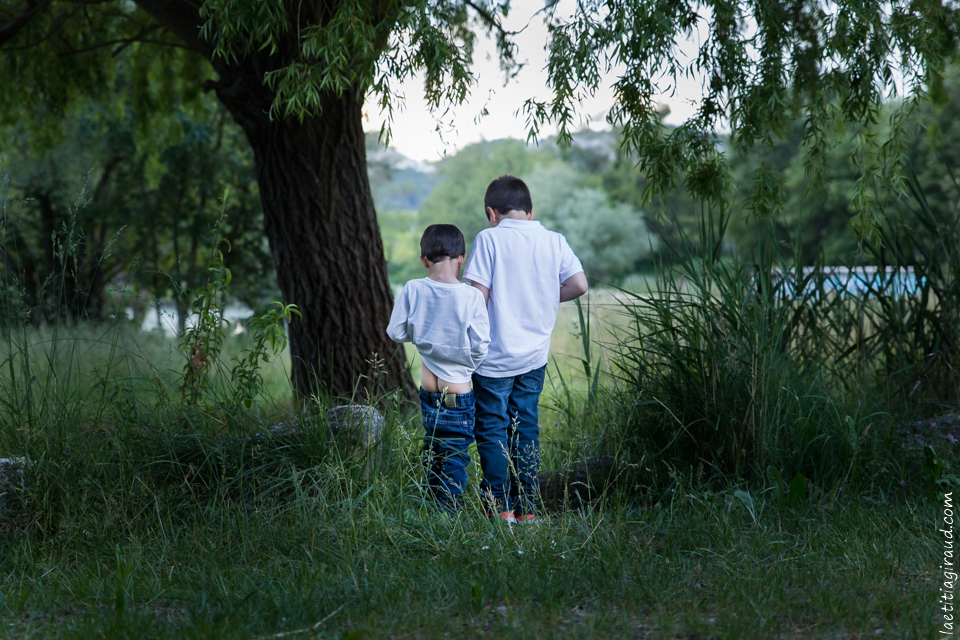 photographe famille au bord d'un lac
