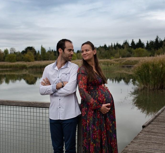 Séance photo de grossesse au lac de Monteux