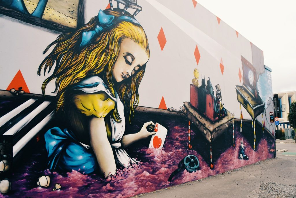 Street art : Alice in Wonderland dans les rues de Christchurch