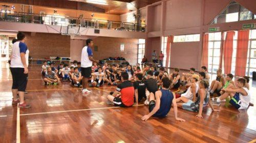 Más de 50 participantes comenzaron Academia de Basquet de Verano