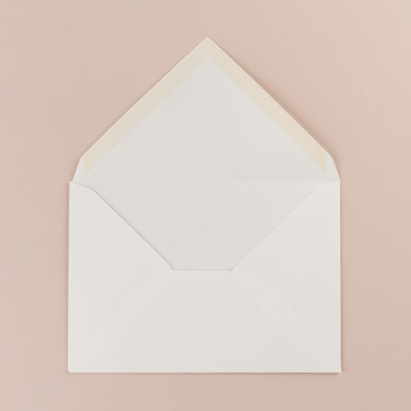 enveloppe blanche triangle