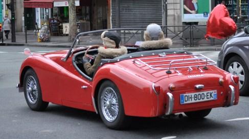 3. croiser de vieilles voitures