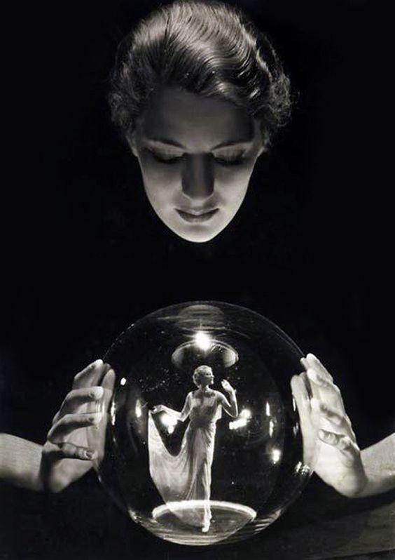 Danseuse-dans-boule-de-cristal