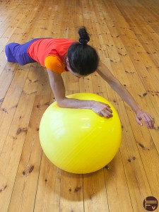 swiss ball-core-training-swiss ball