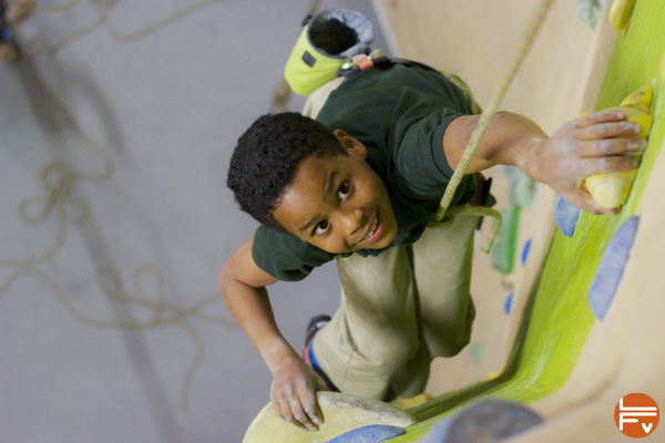 enfants-escalade-jeux-fabrique-verticale-progresser