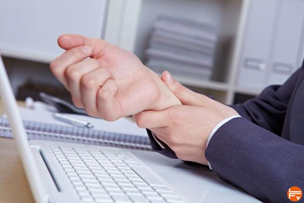 douleurs-poignet-tendinite-ordinateur-travail-inflammation-escalade-blessures