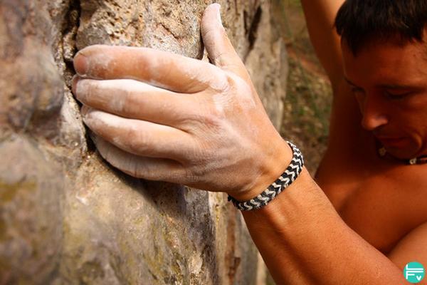 wrist-pain-climbing-training