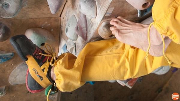 feet-foot-climbing-bare-rockshoes