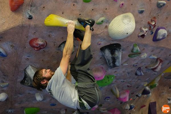 devers-escalade-crochet-pointe-bloc-salle-grimper
