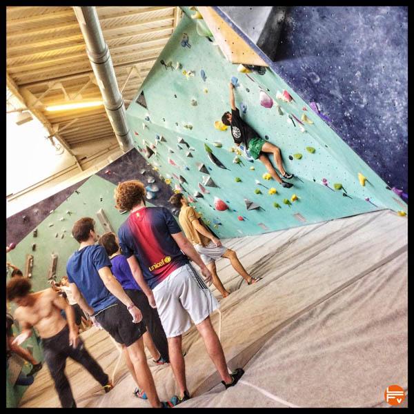 arkose-nation-blocpark-escalade-bloc-grimper-salle-chaussons-la-sportiva-tournee-test-climb-in-gym