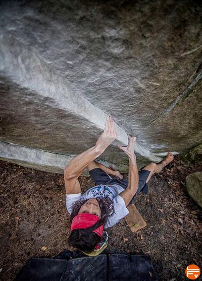 barefoot-escalade-bloc-charles-albert