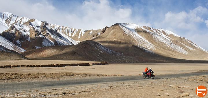 Adam et Noémie au Tadjikistan, haut plateau et paysage désertique