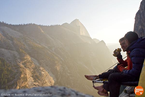 grimpeurs au bivouac sur une paroi du Yosemite