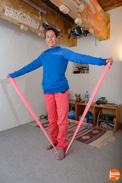 utilisation d'une nappe élastique pour échauffer les épaules