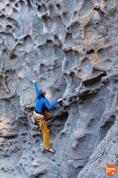 patagonia R1, grimpe en corse sur le granit
