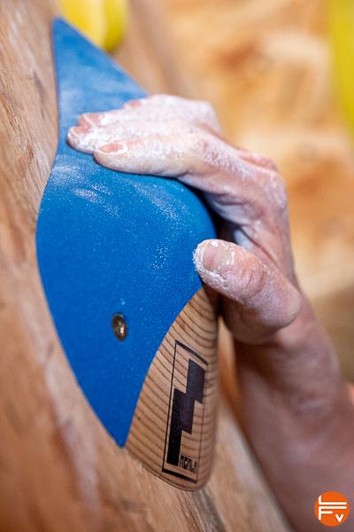 grimpe sur prise escalade bi texture
