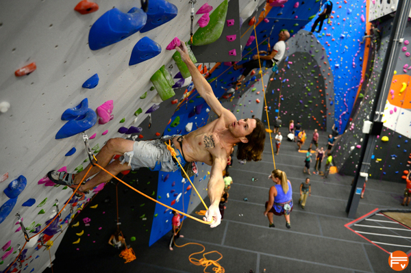 The new Earth Treks Climbing and Fitness gym opens escalade en salle grimper