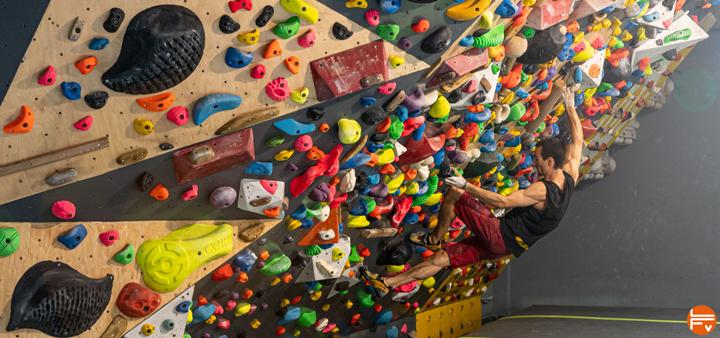 power vs strength bouldering training for climbing