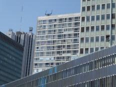 Dans la mêlée d'architecture moderne (Dubuisson)
