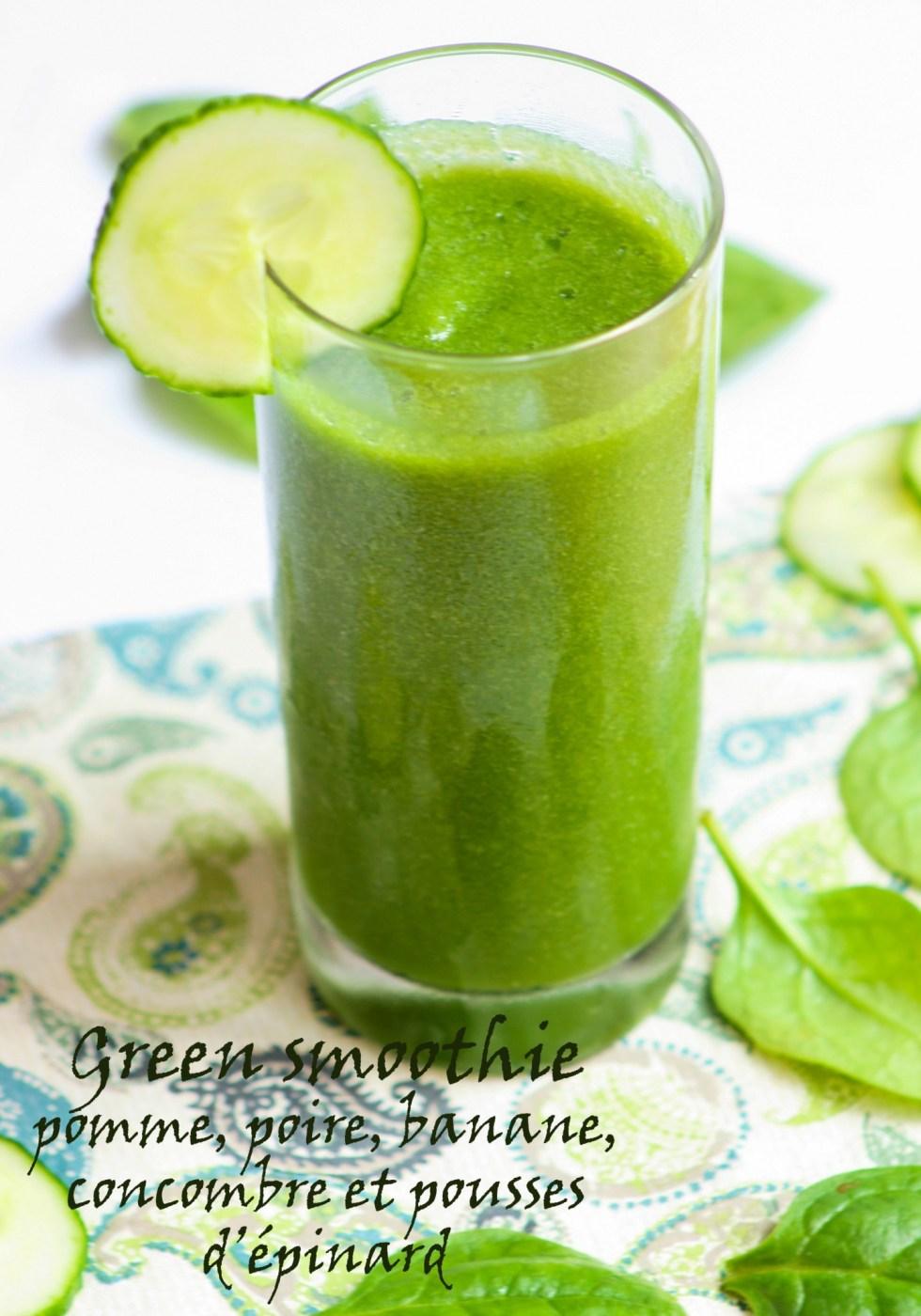Green smoothie pomme, poire, banane, concombre, pousses d'épinard