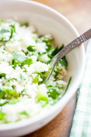 Green taboulé de chou-fleur {vegan, sans gluten, IG bas} | www.lafaimestproche.com
