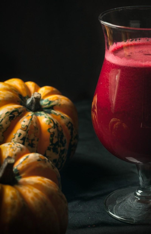 Sang frais pour vampires assoiffés (jus pommes, carotte, raisin noir et betterave) | www.lafaimestproche.com