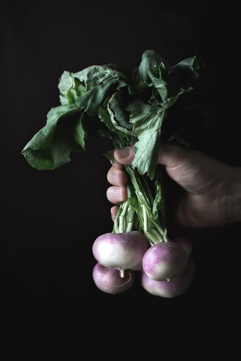 Légumes-racines rôtis au thym citronné et romarin {vegan, sans gluten, sans lactose} | www.lafaimestproche.com