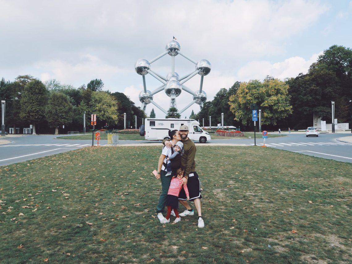 La Famille Qui Voyage à Atomium