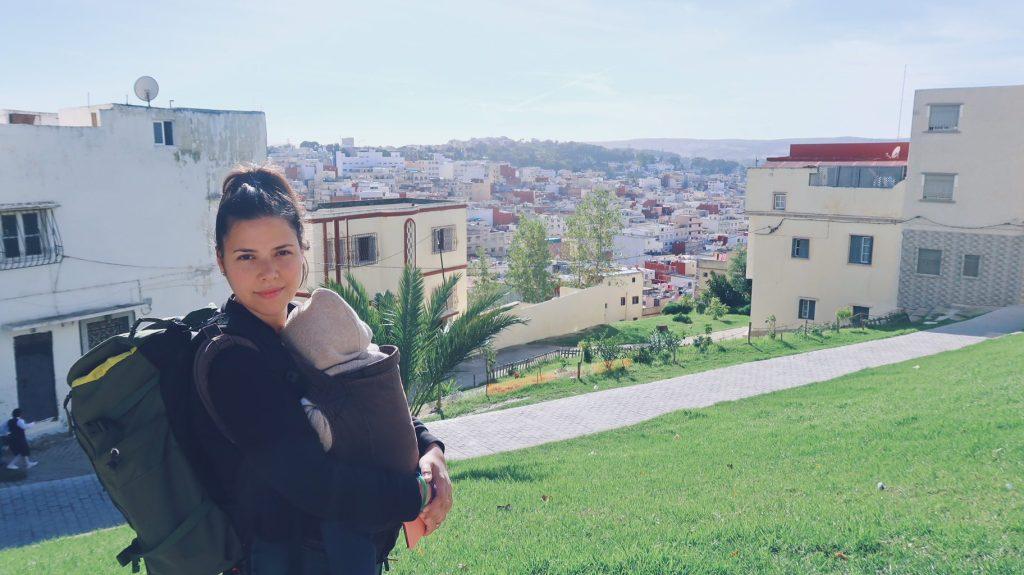 Tanger avec porte bébé