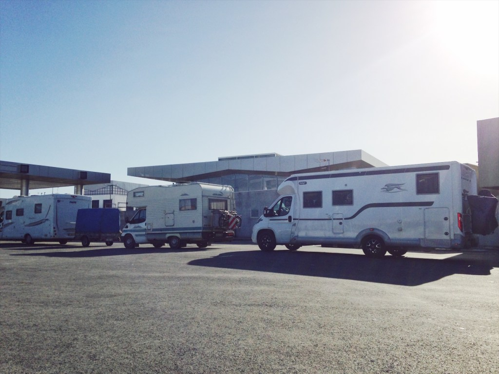 embarquement du camping-car sur le ferry
