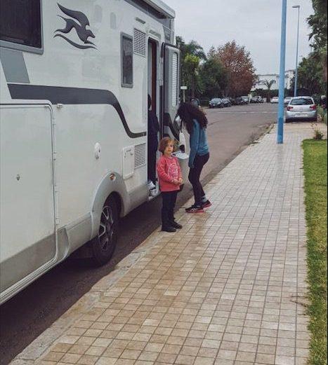 Visite du camping-car des élèves de Montessori Casablanca