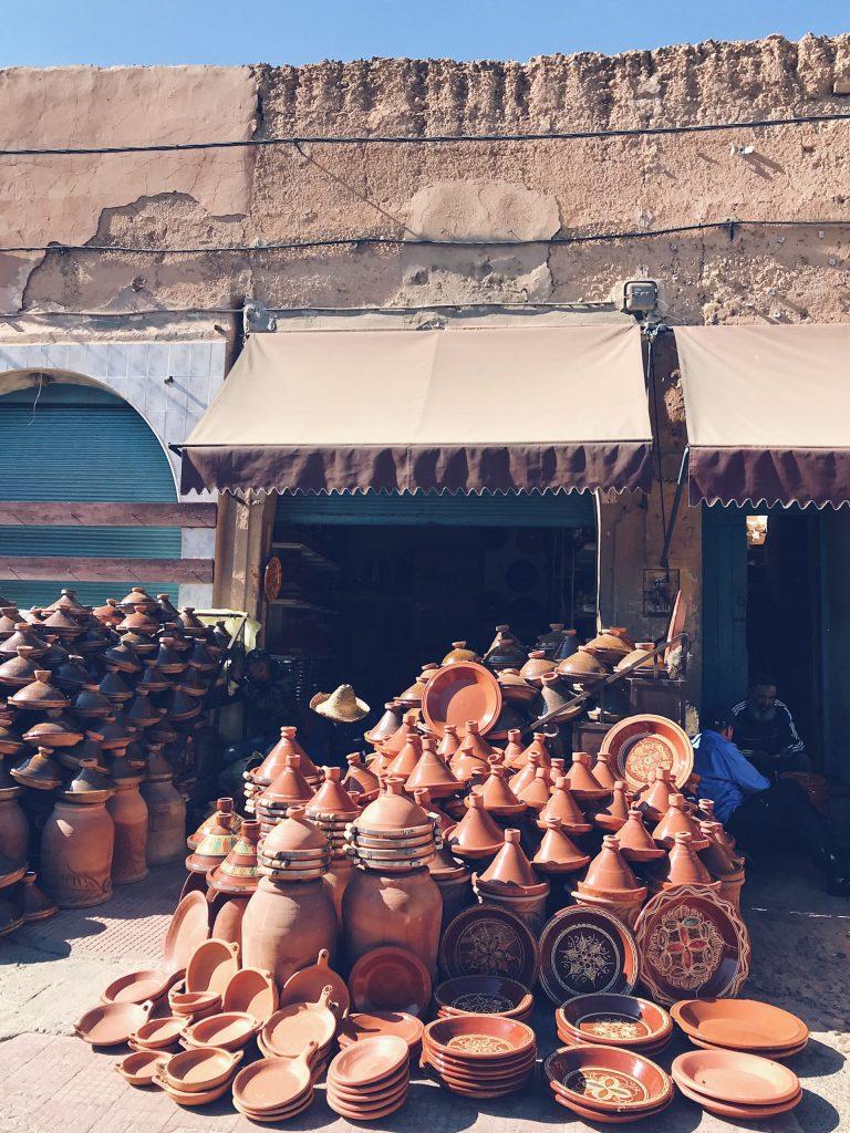 Etalage de tagines à Tiznit