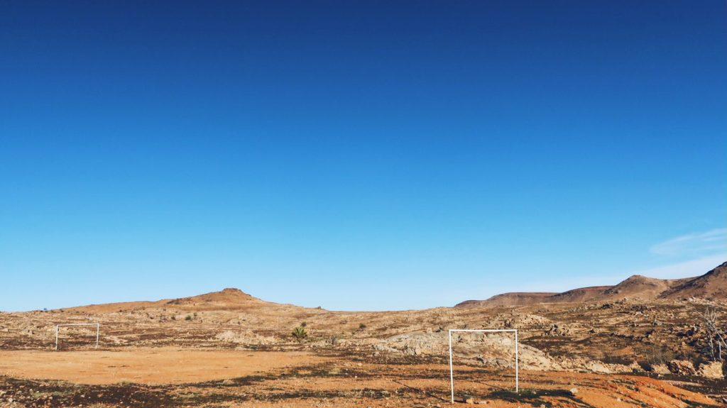 Voyage au Maroc terrain de football dans la nature aux alentours de Tafraout