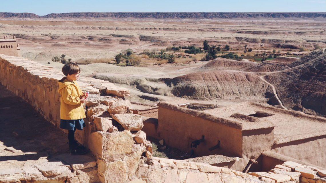 Voyage au Maroc Aït Ben Haddou, Payna regarde la vallée