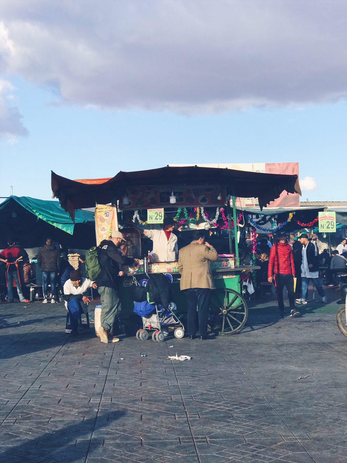 Voyage au Maroc Marrakech place jamaa el-fnaa stande 28 de Khoudenjal