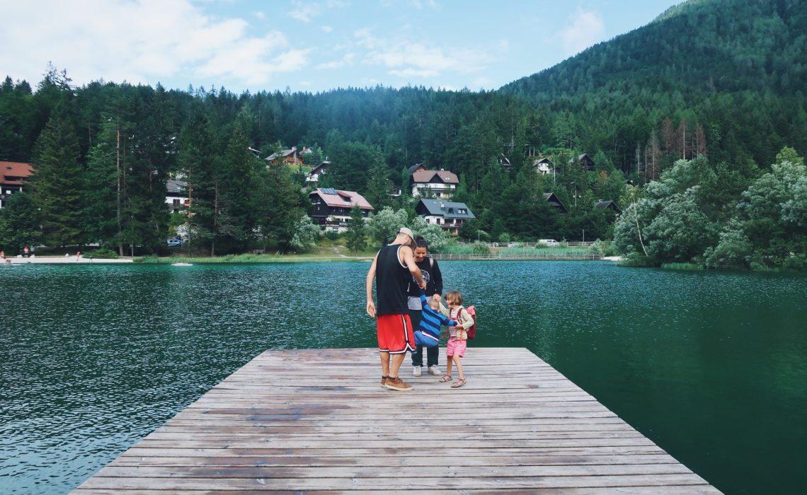 Slovénie Lac Jasna en famille
