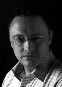 Escritor Luis Leante