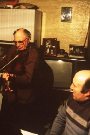 Joseph Perrier au violon et Jean farges au chant