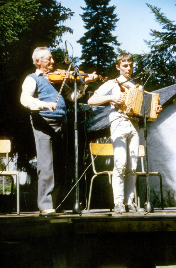 André Gatignol (violon) et Eric Cousteix (accordéon)