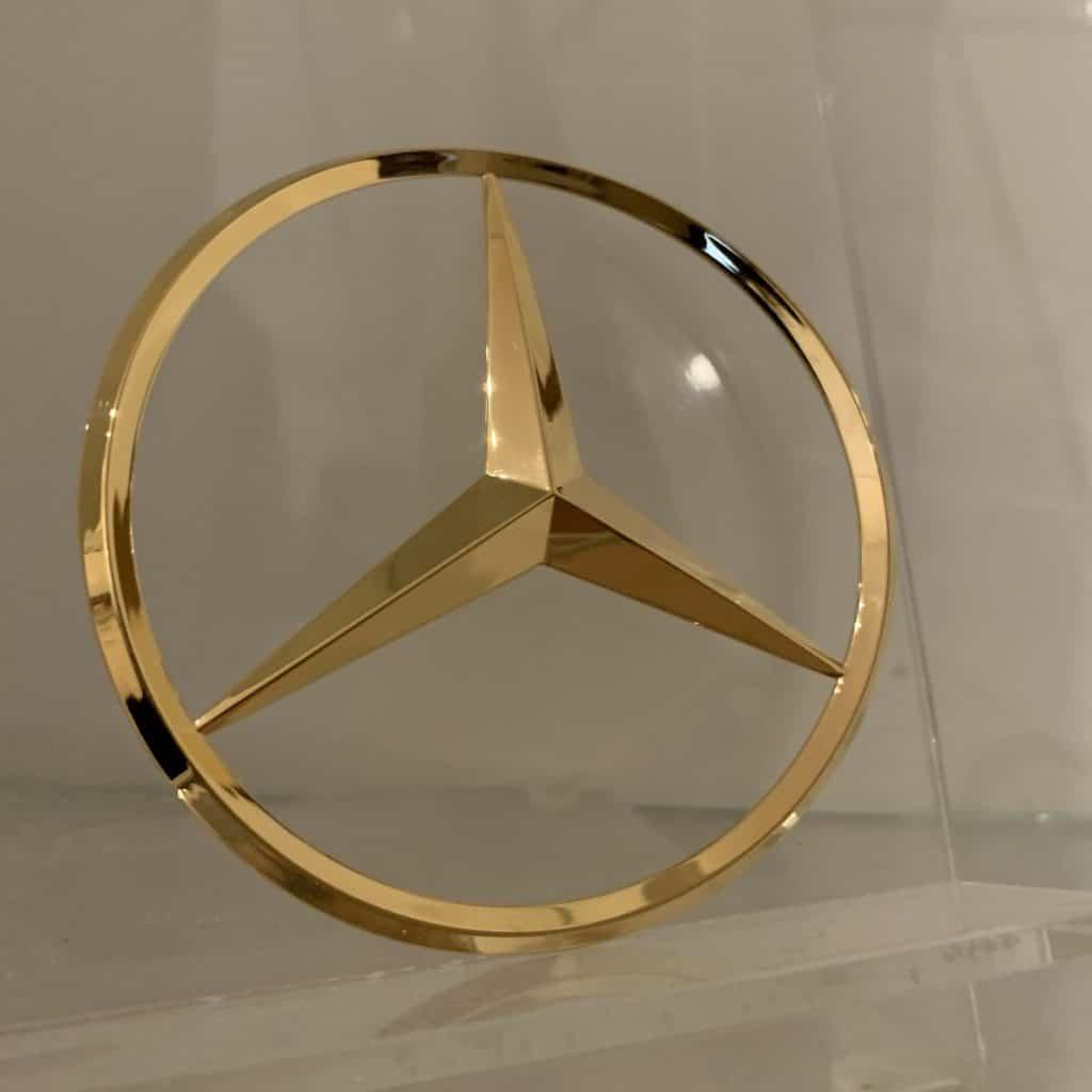 Vergoldeter Mercedes Stern