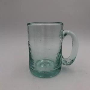 jarra vidrio transparente hecha a mano