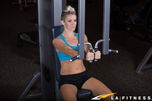 How-to-use-the-Chest-Fly-Machine-at-LA-Fitness-(1)