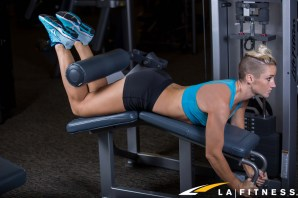how-to-do-a-lying-leg-curl-at-LA-Fitness-2