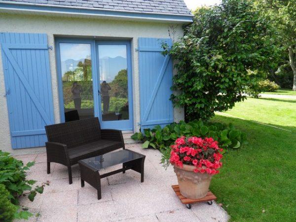 Un salon de jardin sera à votre disposition pour profiter pleinement de vos vacances