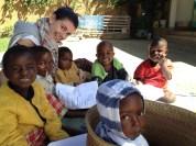 foto di Chiara presso il centro Kipepeo in Tanzania