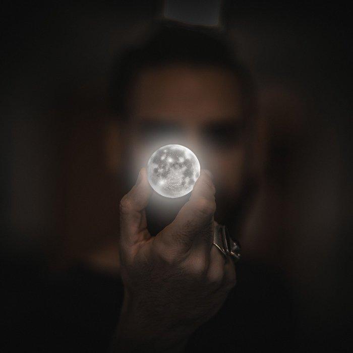 G:\Pics Sharing\moon-2134881_1280.jpg