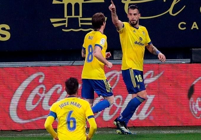 Álvaro Negredo-da-la-victoria-al-Cádiz-ante-el-Eibar