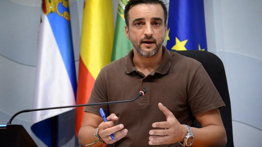 El-PSOE-critica-a-Saldaña-que-seguirá-como-candidato