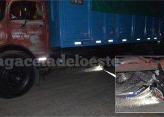 Una moto terminó debajo de un camión en Ruta 5