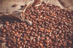 Cafeteros en Colombia y Guatemala preocupados por el desplome de precios